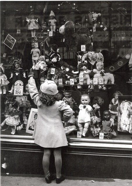 vintage doll shop. Tienda de muñecas.