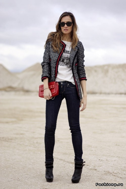 Stylish tweed blazer with dark blue jeans and mini red handbag