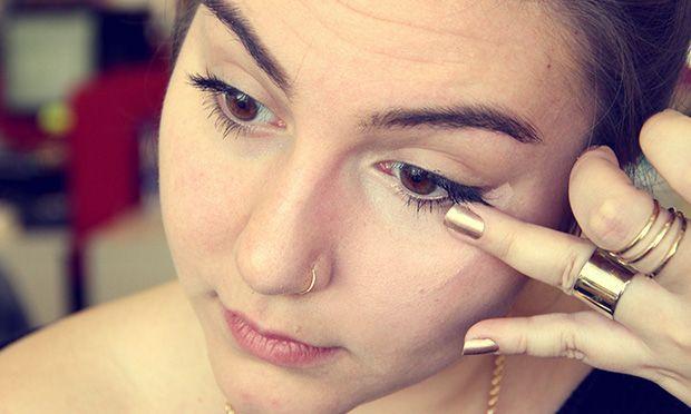 Técnica do triângulo: como passar corretivo para disfarçar as olheiras