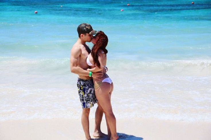 Ariel Winter Flaunts Her Body In A White Bikini At The Bahamas - http://www.movienewsguide.com/ariel-winter-flaunts-body-white-bikini-bahamas/190721