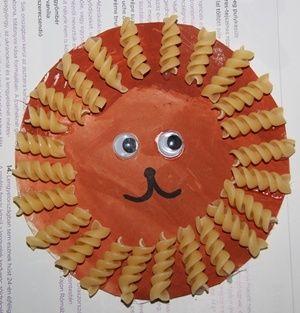 Decorazione fai da te per la cameretta con la pasta per bambini di 2 anni: il sole