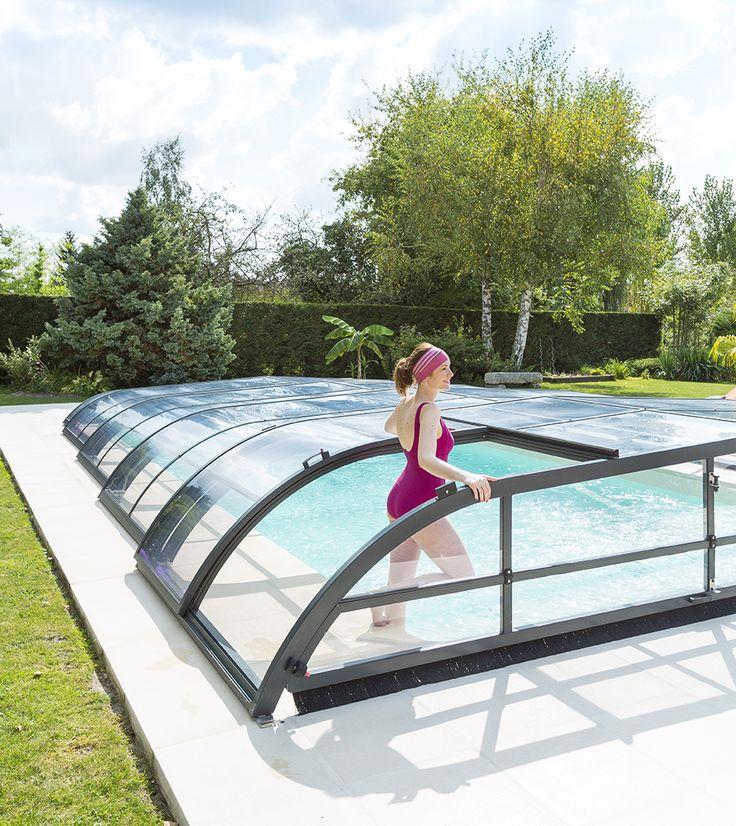 Un abri bas pour protéger votre piscine des salissures et augmenter la température de l'eau ! #elliptikb #abripiscinerideau