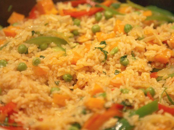 El arroz a la jardinero es una comida deliciosa que a las personas les encanta. A continuación te damos la receta para que lo disfrutes en casa.