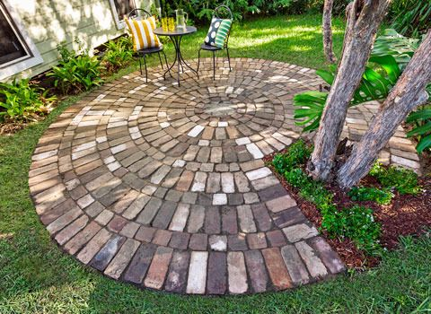 How To Make A Circular Paved Area: Give Your Garden Curves With A Circle Of  Rustic Brick Paving, Complete With A Delightful Centre Pattern Pressed Into  The ...
