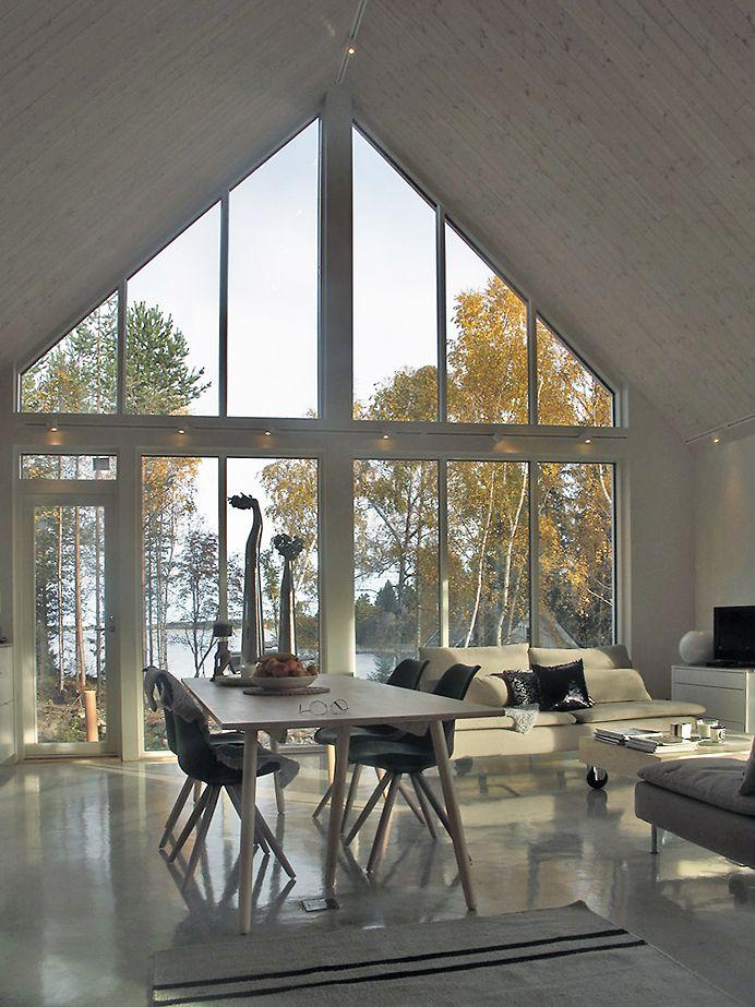 Tämä jyrkkäkattoinen saaristolaistalo on ympärivuotiseen käyttöön suunniteltu vapaa-ajan asunto. Talo on variaatio saaristolaistalojen M2.