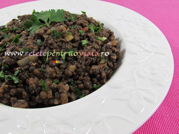 #Reteta de mancare de linte neagra se prepara rapid, este foarte gustoasa, consistenta si sanatoasa, bogata in proteine de buna calitate.
