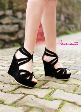 Vogue Siyah Süet Dolgu Topuk Ayakkabı