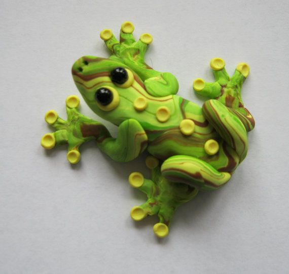 Tree frog brooch, pendant or magnet, handmade in yellow, green and brown polymer clay. #frog #brooch #pendant #magnet #polymer #clay #jewelry #rainforest #nature