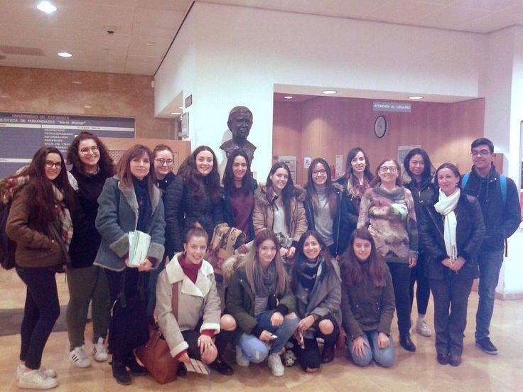 La biblioteca Maria Moliner ha organizado el viernes 2 de febrero una visita guiada por sus instalaciones para un grupo de estudiantes del colegio de Salesianos de Monzón.