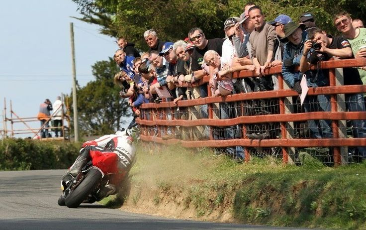 Michael Dunlop, road racing, closer to the hedge!!