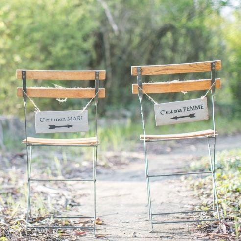 Pancartes grises pour chaises flèche