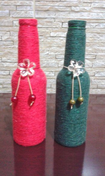 Garrafa decorada com barbante e flor de acrilico. Linda peça para decorar seu ambiente ou presentear. Vendidas juntas ou separadas sendo 21,90. R$ 41,90