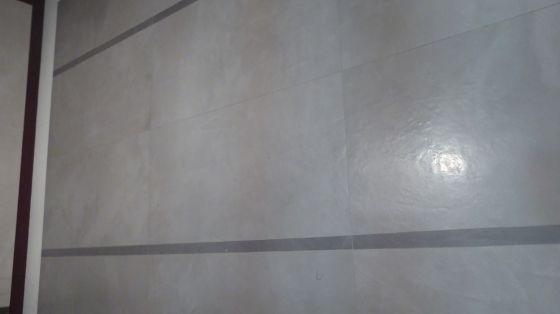 Klinker som ser ut som finslipad betong med ett härligt djup och lyster, men är helt underhållsfri. Klinkern är dessutom självnivellerande och man får inga fogsprång, eller plattor som tandar.