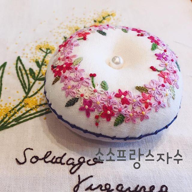 소소프랑스자수 수강생소품입니다 레지데이지스티치는 요렇게 다발로 놓으면 너무 사랑스럽답니다#화명동프랑스자수 #부산프랑스자수 #양산프랑스자수 #자수타그램 #프랑스자수 #프랑스자수배우기 프랑스자수소품#embroidery