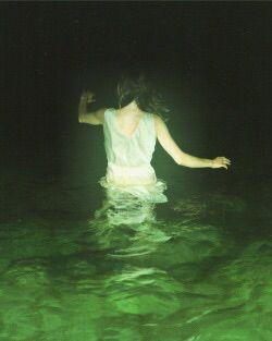 j'aime l'idée d'avoir la moitié du corps dans l'eau , j'adore son ligne de son geste