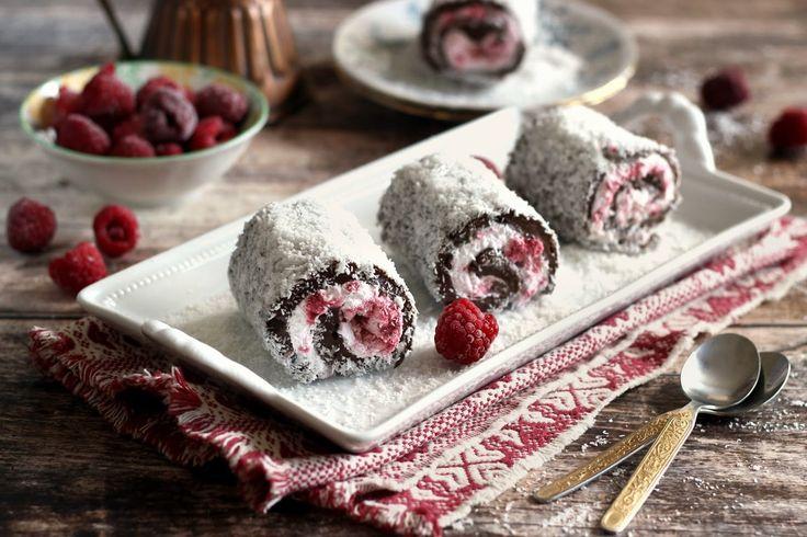 Erre a török eredetű, sütés nélküli desszertre esett ma a választásom egy kis málnával ízesítve. Habár puding az alapja, mégis m...