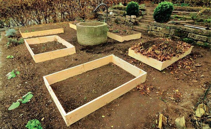 Schlichte Holzrahmen haben als Einfassungen im Gemüsebeet viele Vorteile: Sie lassen sich mit wenig Aufwand als Früh-, Hoch- oder Spätbeete nutzen, wehren Schnecken ab und eignen sich zum Kompostieren.