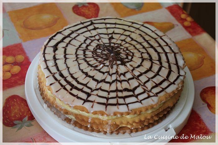 C'est un grand classique dans la famille et dans mon village d'origine, mais je me rends compte qu'il est bien peu connu ailleurs, ce qui est bien dommage ! Voici encore une délicieuse recette de ma grand-mère, qui obtient toujours un grand succès lors des fêtes de... #gâteaux #glaçage #pudding