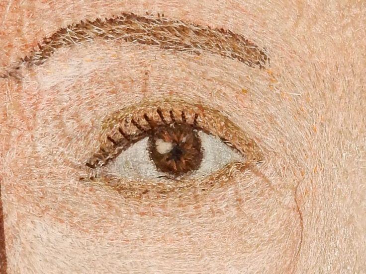 """detail oog uit """"woestijnroos""""  hand en machine naaiwerk"""