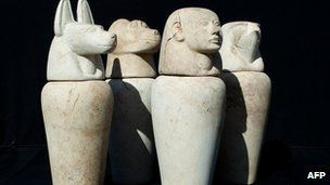 Italian archaeologists have unearthed tombs in the southern Egyptian city of Luxor that are more than 3,000 years old.