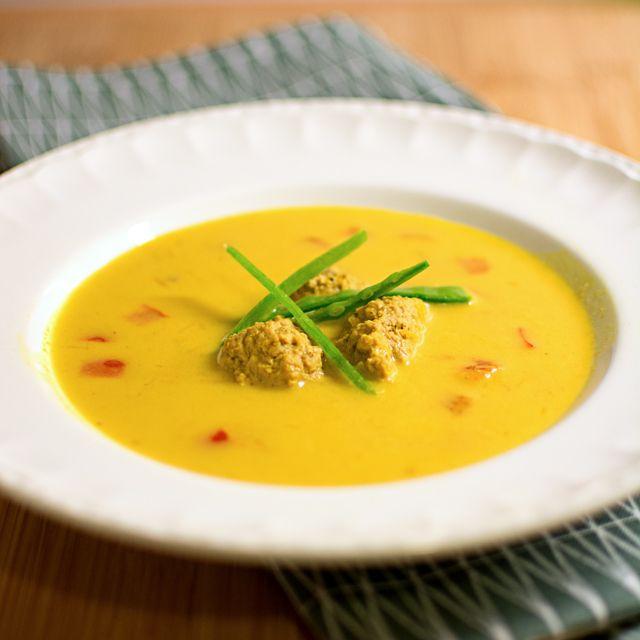 Currysoppa med hönsfrikadeller