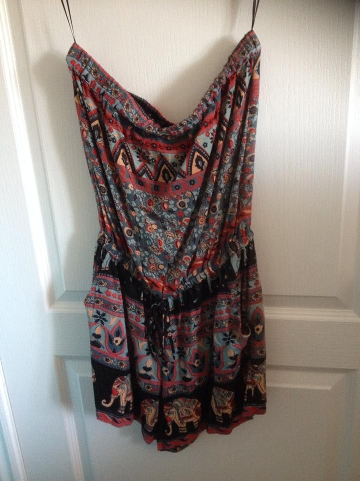 Adorable romper! Size medium. 15$ + shipping