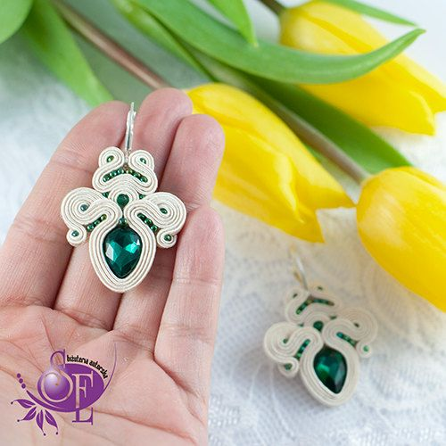 Soutache earrings - emerald green - ecru by SzkatulkaEmi on Etsy