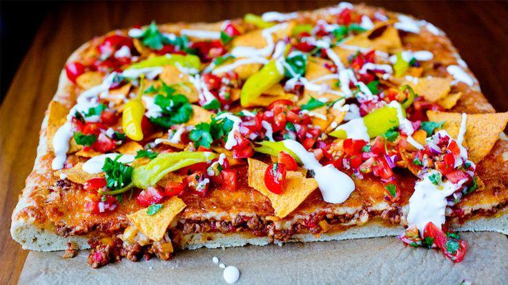 Ekte helgekos: Tacopizza på tykk bunn med frisk salsa - Godt.no - Finn noe godt å spise