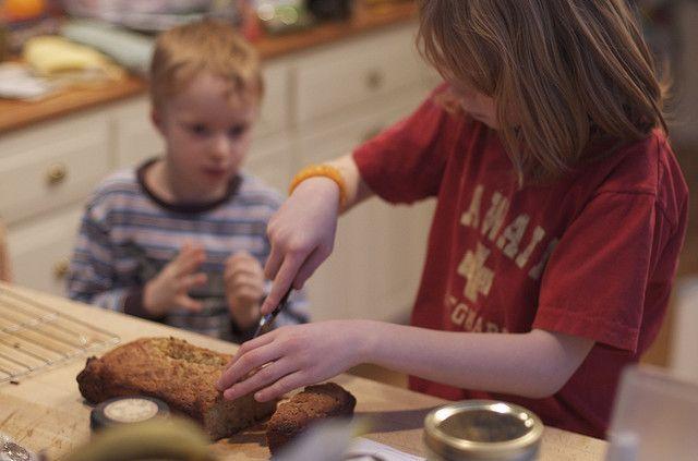 We kregen een leuk recept toegestuurd, waar je vandaag nog met je kind mee aan de slag kunt gaan. Gezonde vaderdagrecepten. Daar zijn we blij mee! Ieder jaar geven we vaders kilo's snoep en koekjes vol suiker voor Vaderdag cadeau. Lief bedoeld, maar niet erg gezond. Hoe kun je je vader iets lekkers, maar gezonds.... lees verder