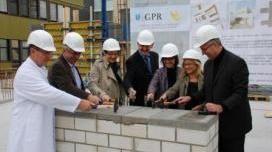 Auf dem Gelände des GPR Klinikums wurde mit dem Neubau einer neuen Praxis für Strahlentherapie begonnen