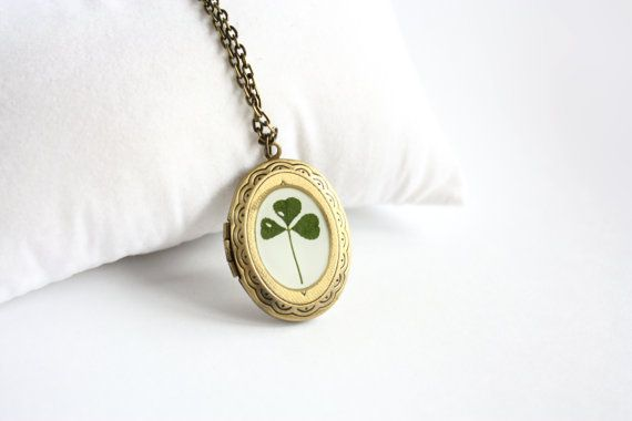 Clover Locket Pendant - Real trefoil leaf - Nature inspired - Pressed clover necklace - Green Botanical jewelry