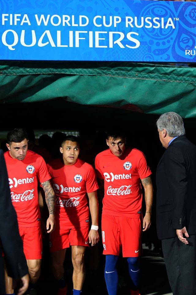 Chile NT look like they're hardcore judging. Alexis Sanchez.