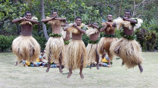 Local dancers dresses in warrior outfits - 8 thing s to do in Fiji: Make sermoni #Oceania #dancers #dancing #locals #vaillagers #village #performance #kilroy #oceania #Fiji