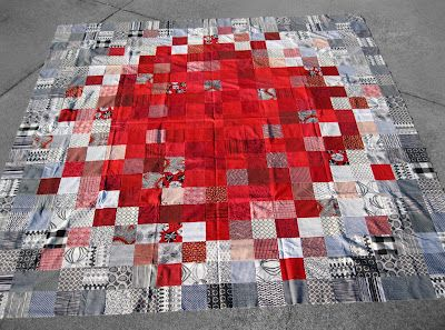 design has a red pop in the middle that dissolves into light greys, then darker greys: Bed Quilts, Quilt Inspiration, Craft, Color, Bare Bones, Quilt Top, Grey, Modern Quilt, Piece