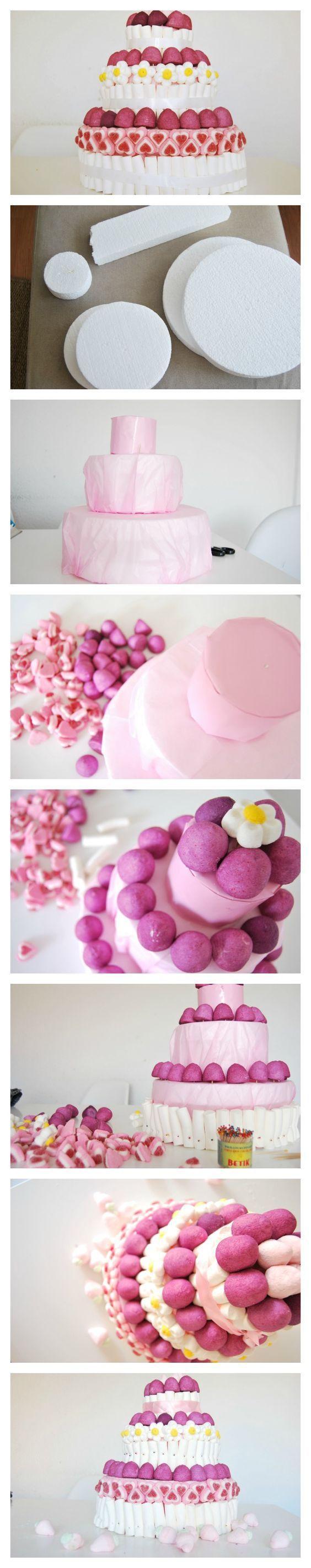 armado de base de torta artificial de golosinas