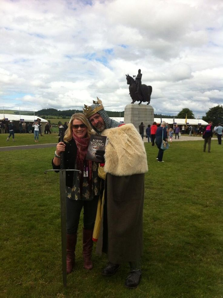 Robyn Young getting official endorsement from Robert Bruce at Bannockburn Live 2014