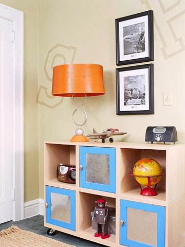 boys room, love colors and robot!