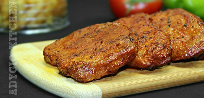Reteta de friptura de porc la cuptor cu sos de rosii si usturoi, este o friptura perfecta pentru weekend, sarbatori si ocazii speciale. Este frageda, suculenta si usor de preparat - retete de mancare Adygio.