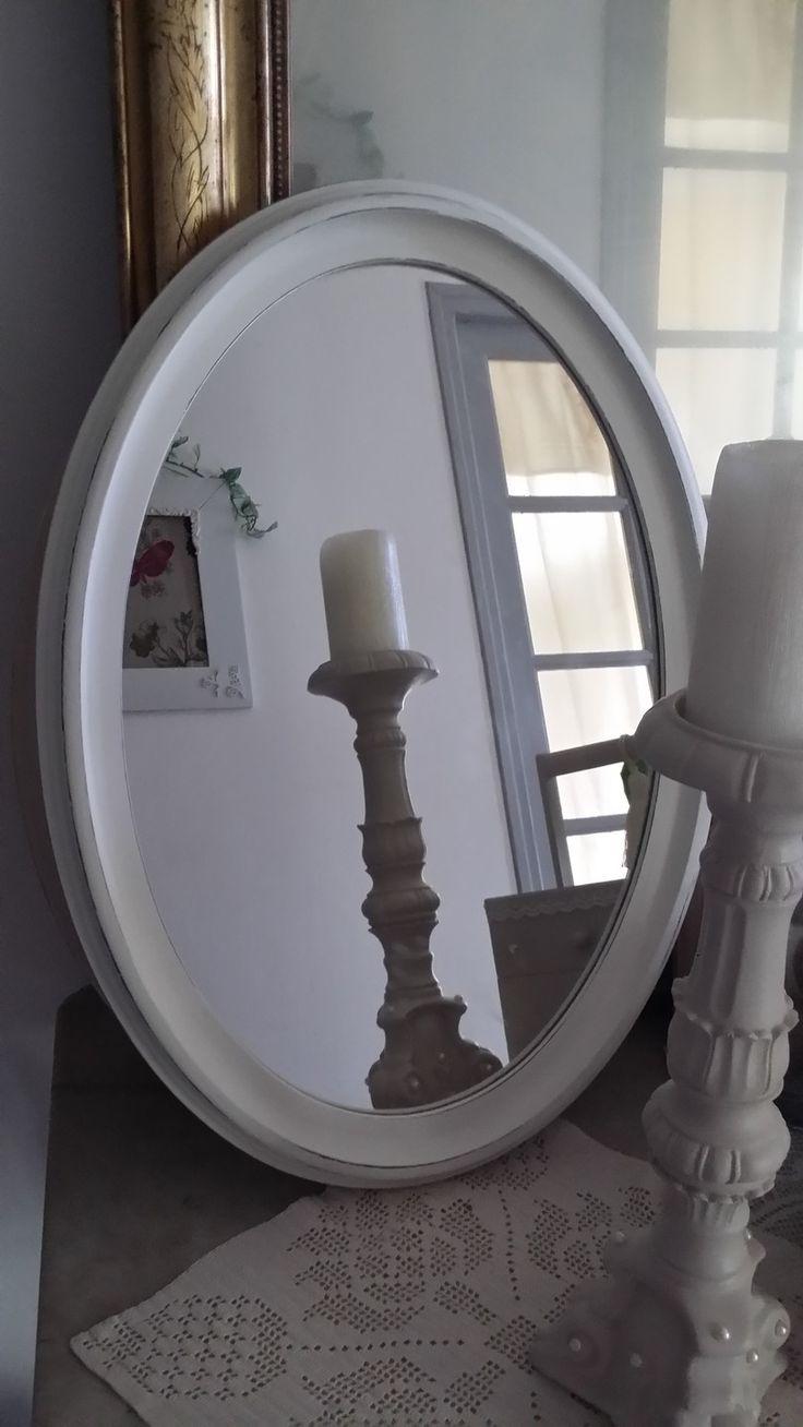 Miroir ovale en bois patinée blanc shabby chic : Décorations murales par les-intemporels