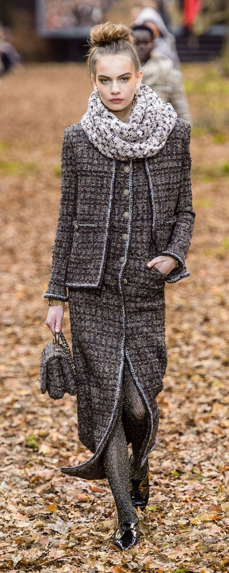 Chanel Fall-winter 2018-2019 - Ready-to-Wear - http://www.orientpalms.com/Chanel-7190 - ©ImaxTree