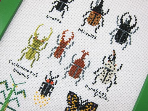 Cross-stitch insects. Original pin is in Japanese, however, easy to read charts.