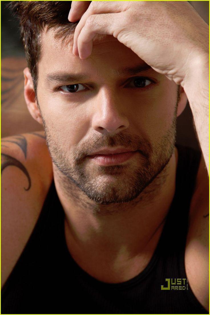 Ricky Martin Covers 'Para Todos' February/March 2011: Photo ...