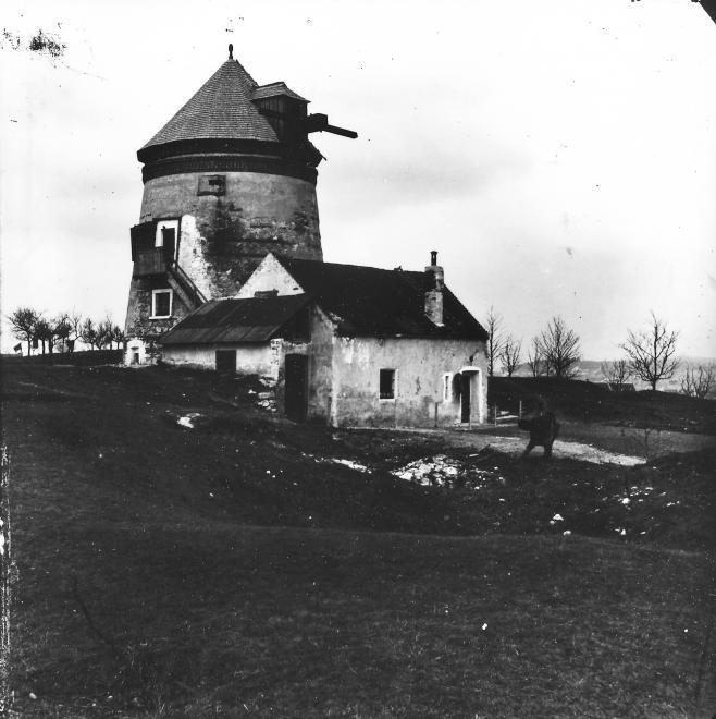 Kurucdomb, az egykori malom (ma meteorológiai állomás).
