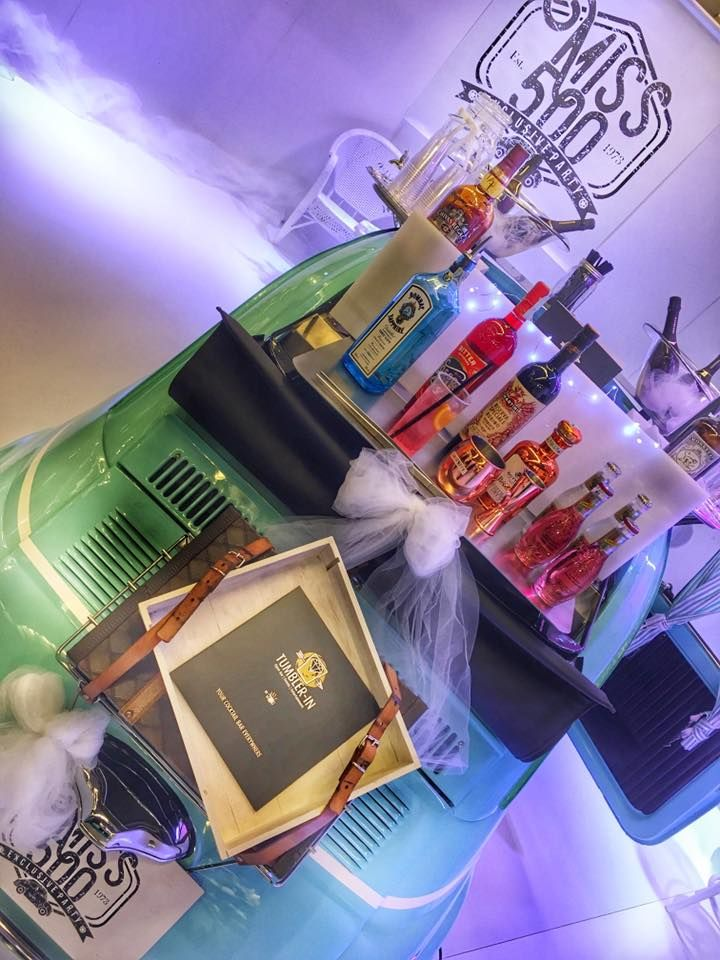wedding bar, wedding cocktail, hibiscus gin