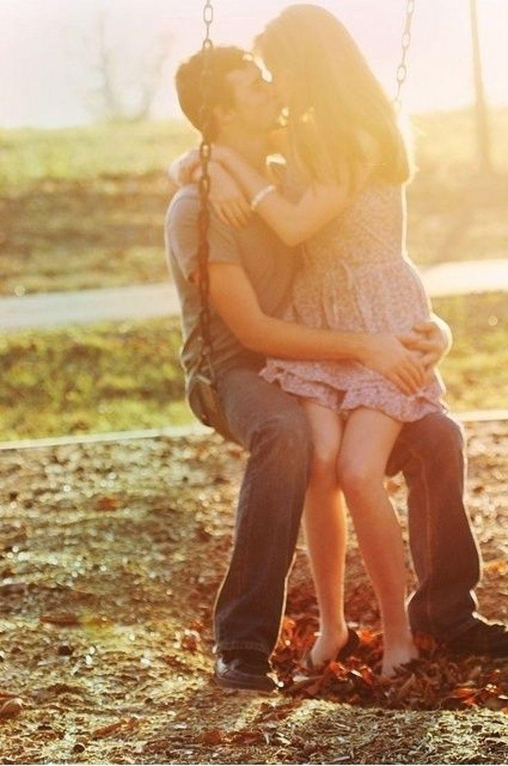 61. #swing - 76 Couple #magnifique Poses pour #inspirer vos Photos d'Engagement... → #Wedding