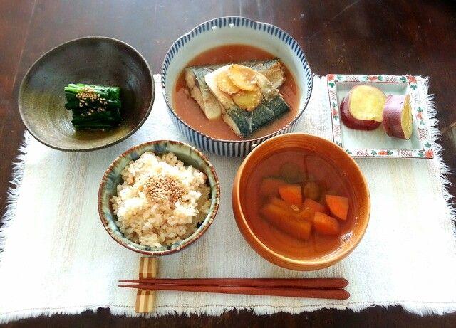 【和食】 玄米七分づき かぼちゃと人参のお吸物 鯖の味噌煮 小松菜のおひたし 蒸し金時芋