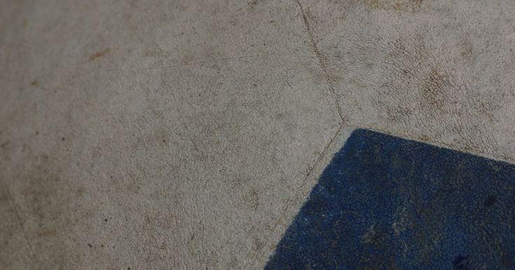 Como fazer lajotas de cimento. Lajotas de cimento são populares para decoração, em casas ou lojas. Apesar de você poder comprá-las em uma loja, pode, também, fazê-las sozinho, com um pouco de trabalho. Você poderá usar suas lajotas tanto para o interior quanto para o exterior. Elas geralmente são feitas para pátios exteriores ou para revestir o piso interior das casas. Se ...