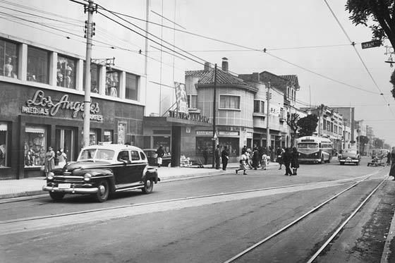 Teatro Aladino Chapinero carrera 13 calle 61 - 1950's (Tomado de Fotos Anttiguas Bogotá)