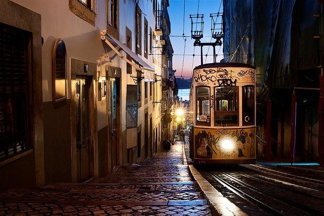 Sun goes down in Lisbon...