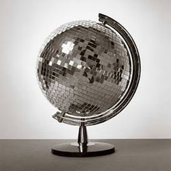 Do you believe in globe-al recycling? Here are 18 DIY projects to inspire.: Blue Velvet, Discos Ball, Globes, Chemamadoz, Chema Madoz, Mirrorball, Mirror Ball, The World, Diy Projects
